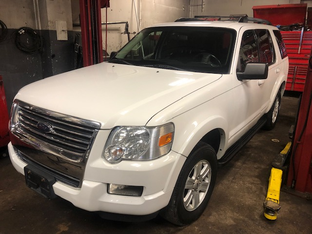 White 2009 Ford Explorer